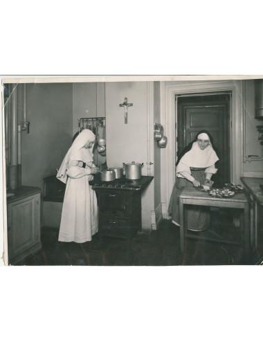 Systrar i kyrkan - historien om en grupp dominikansystrar i Sverige 1931-2017